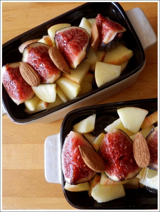 Salade de fruits touche d'automne : pomme, banane, figue, amandes